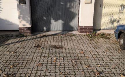 Murovaná garáž 22 m2 + parkovacie miesto 15 m2 na ul. K. Šmidkeho Juh I v Trenčíne