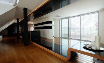 Luxusný mezonetový byt s balkónom a možnosťou parkovania (125,7m2+4m2) v absolútnom centre