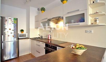 Na predaj príjemný 2 izbový byt s balkónom v novostavbe Solar (2014)