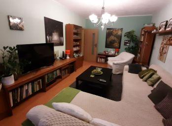 Slnečný 4 izbový byt, 82 m2, balkón, širšie centrum, Levice