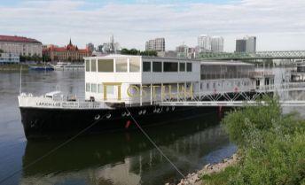 Na predaj Plávajúce zariadenie na rieke Dunaj