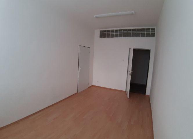 kancelárie - Bratislava-Petržalka - Fotografia 1