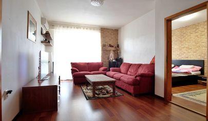 Na predaj 3 izbový byt, záhrada, 2x veľká pivnica, balkón, uzavretý areál, Hurbanova Ves