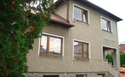 Rodinný dom s garážou/ubytovňa/kancelárie blízko centra v Brezne