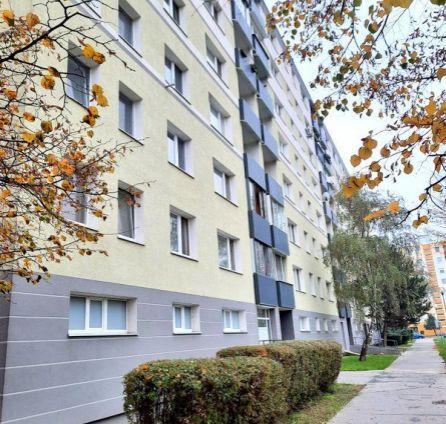 StarBrokers – PREDAJ 2-izb. byt  53m2 + loggia na 2/7 p. , Rajecká ul., Bratislava - Vrakuňa