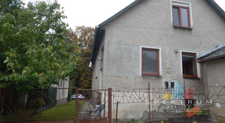 REZERVOVANÉ-Exkluzívne- Na predaj 4 -izbový rodinný dom 829 m2, Jalovec, okres Prievidza