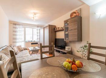 Predaj útulného 2 izb. bytu, tehla, 2 x pivnica, centrum Šamorína