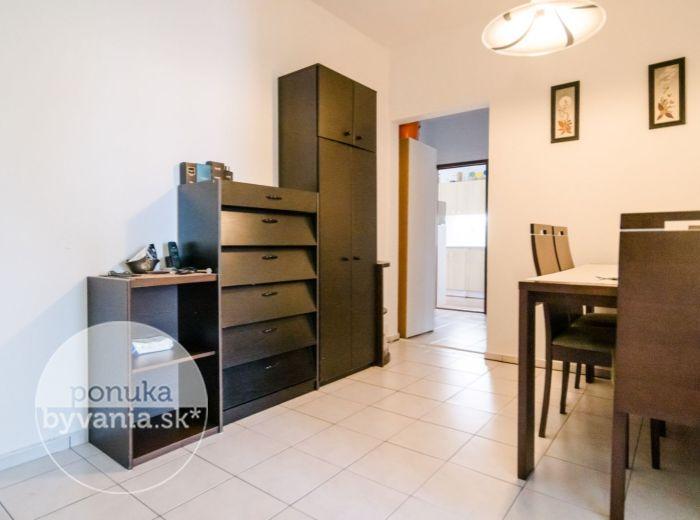 PREDANÉ - OSUSKÉHO, 3-i byt, 87 m2 - 2 LOGGIE, PARK hneď za domom, výborné spojenie MHD, ZREKONŠTRUOVANÝ dom