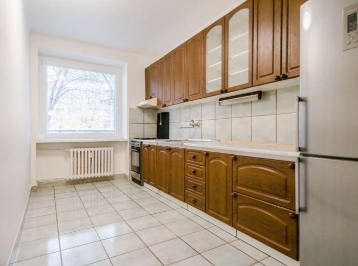 TRENČIANSKA, 2-i byt, 64 m2 – TEHLA, možnosť prerobiť na 3-i, TICHÁ LOKALITA, trhovisko Miletičova