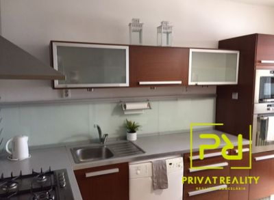 Ponúkame Vám na prenájom 3 izbový byt Bratislava-Vrakuňa, Vŕbová ul. Kompletne zrekonštruovaný a zariadený byt