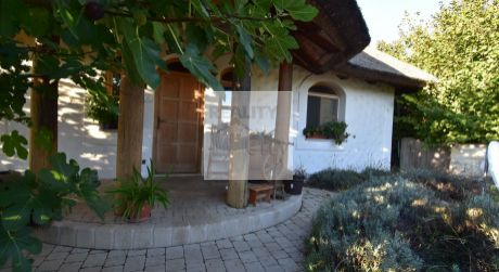 4 - izbový rozprávkový dom s jazerom, pozemok 1246 m2 - Dunakiliti