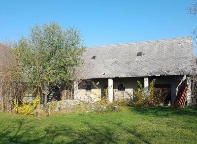 Ponúkame Vám na predaj Veľkú usadlosť -  Rodinný dom V obci Macov na pozemku o rozlohe 2840 m2