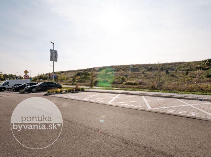 FIALOVÁ - parkovacie státie, 12,5 m2 - PROVÍZIU NEPLATÍTE, voľné ihneď, SLNEČNICE