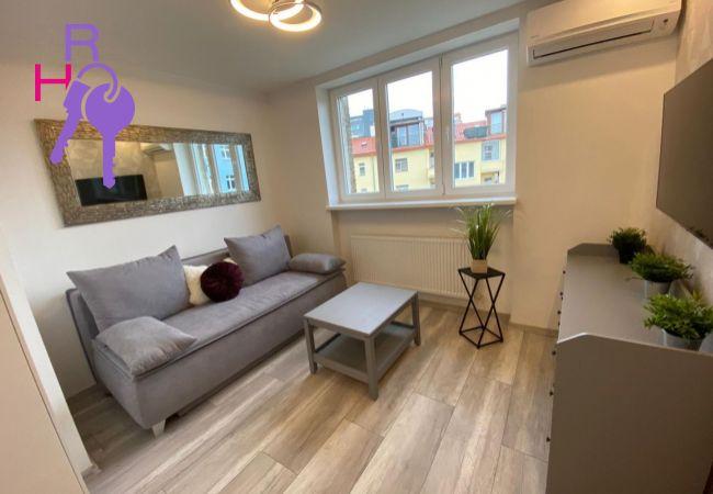 Ponúkame na prenájom  2 izbový byt na Jelenej ulici v Bratislave- Staré Mesto
