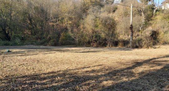Na predaj pozemok pri potoku 7725m2, PODKYLAVA