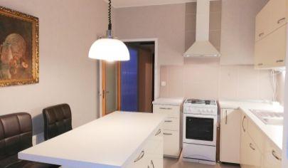 REZERVOVANÝ !!!     4 izb. byt vo vyhľadávanej časti Petržalky - Romanova ul.