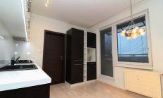 Veľkoplošný kompletne zrekonštruovaný 4 izbový byt, Nové Zámky, predaj