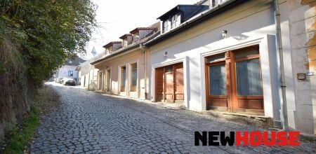 Ponúkame Vám na prenájom  objekt určený na obchodík, kancelárske priestory s úžitkovou plochou 17m2 na Matúšovej ulici, centrum mesta Trenčín