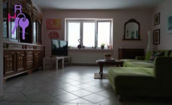 Na predaj 5 izbový rodinný dom s dvoma bazénmi, saunou v tichej časti mesta Modra.