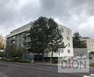 Slnečný trojizbový byt v novostavbe v centre mesta