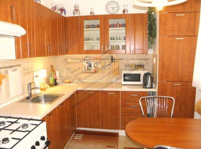 PREDANÉ - VÁŽSKA, 3-i byt, 71 m2 – rekonštrukcia, v zateplenom dome, v príjemnom prostredí plnom zelene, IDEÁLNY PRE RODINU S DEŤMI