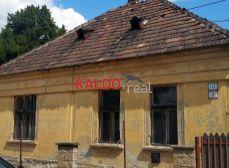 Sládkovičovo  - dom v pôvodnom stave na veľkom pozemku