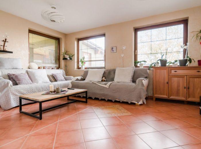 TUREŇ, 5-i dom, 215 m2 - POZEMOK 800 m2, ticho, izolovaná ZIMNÁ ZÁHRADA 32 m2, nízke mesačné náklady