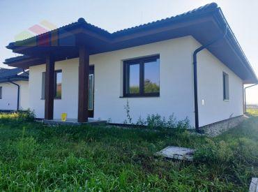 REZERVOVANÉ ** Na predaj dokončená novostavba murovaného bungalovu na pozemku o výmere 772 m2 - obec Beckov