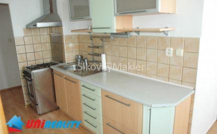 BÁNOVCE NAD BEBRAVOU - 2 izbový byt / CENTRUM / čiastočná rekonštrukcia