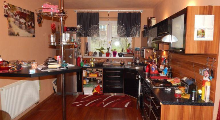 Na Predaj 2-izbový byt  61 m2, Handlová, ul.Údernícka, okres Prievidza