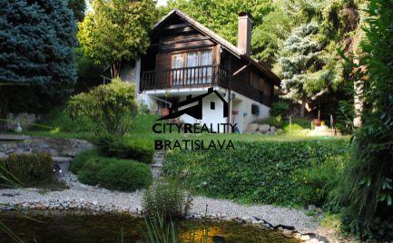 REZERVOVANÉ - EXKLUZÍVNY pozemok s možnosťou bývania v rod.dome tesne pod Malými Karpatami.