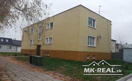 Rezervované - Starší 2.izbový byt s garážou v centre mesta Malacky.