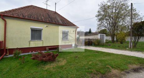 TOP PONUKA 3 - izbový útulný rodinný domček s veľkým pozemkom - Feketeerdő