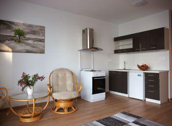 Veľký 1,5-izbový byt v Novostavbe Dúbravy s vlastným parkovaním