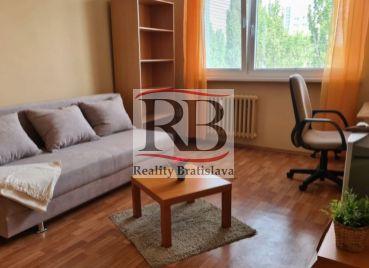Slnečný 1-izbový byt v Bratislave – Petržalke na Gwerkovej ulici