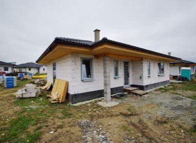 Novostavba 4izbového bungalovu s terasou na rovinatom pozemku 616 m2, Diaková, okres Martin