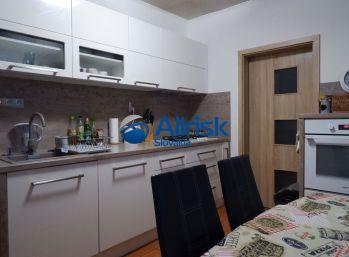 Kompletne prerobený 3 - izbový byt v kľudnej lokalite mesta Nitra
