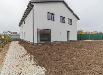 Predaj  4 izb. priestranného mezonetového bytu (111m2) + pozemku + 2 parkovacie miesta, Malinovo