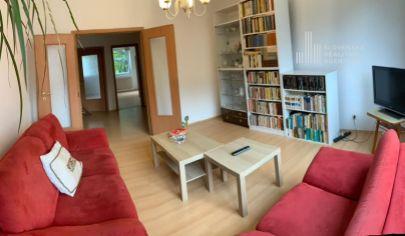 PREDANÉ: PREDAJ  4.izbový byt, čiastočná rekonštrukcia, začiatok Petržalky