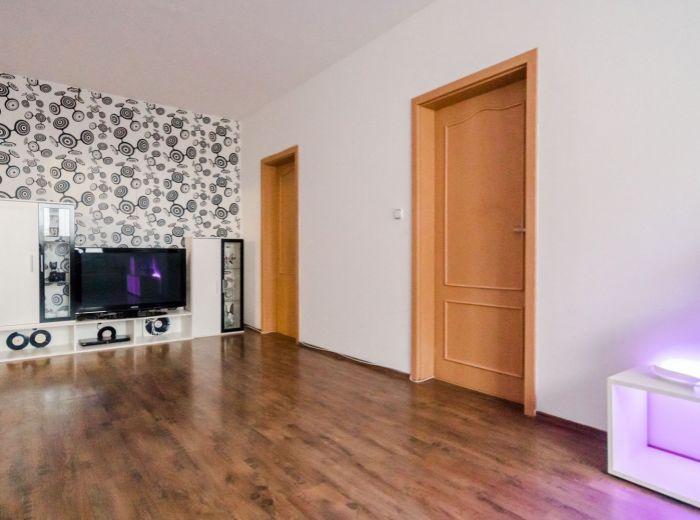 PUŠKINOVA, 3-i byt, 72 m2 - BEZPROBLÉMOVÉ PARKOVANIE, zrekonštruovaný bytový dom, MALÉ KARPATY