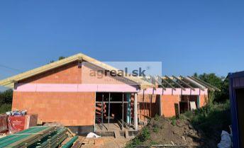 Rodinný 4-izb. bungalov Euroline 1383 (132 m²) vo výstavbe v starej časti Miloslavova, kolaudácia 09/2021