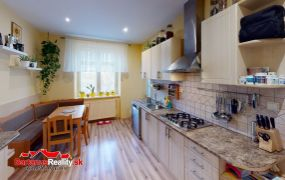 Na predaj 2 izbový byt, prerobený na 3 izbový v Trenčíne, Železničná.