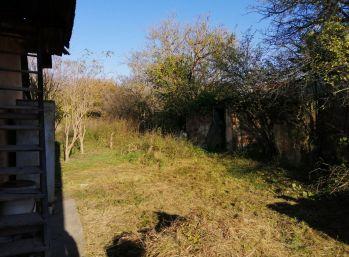 Na predaj starý 2i. RD s veľkou záhradou o celkovej výmere 1.023m2 v obci Potvorice