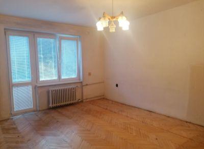 Ponúkame na predaj 1izbový byt v Trenčianskych Tepliciach.