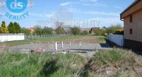 Na predaj pozemok, 1200 m2 so  zákl. doskou a projektom domu, Veselé okr. Piešťany