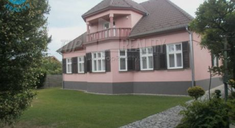 Na predaj rodinná vila 7 + 3 s pozemkom 3.735m2, Červeník, okres Hlohovec