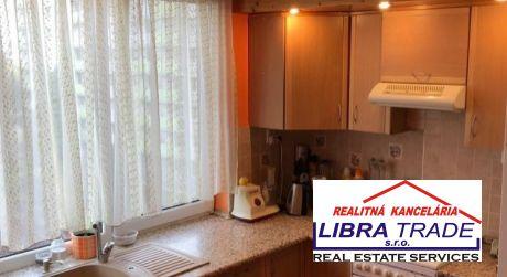PREDAJ - Kompletne prerobený 2 izbový byt s loggiou na Gazdovskej ul. v Komárne