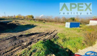 APEX reality slnečný stavebný pozemok v Koplotovciach, 934 m2, novovzniknutá lokalita