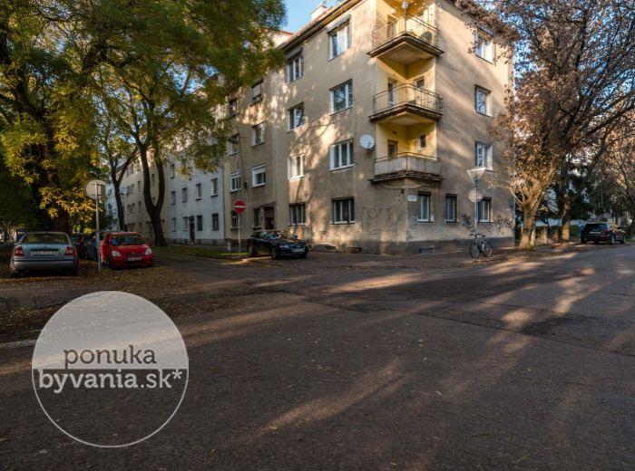 KVAČALOVA, 2,5-i byt, 68 m2 – ZELEŇ A POKOJ, tehla, TOP lokalita, CENTRUM mesta na pešo