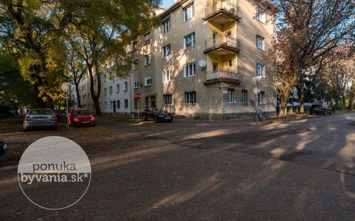 PREDANÉ - KVAČALOVA, 2,5-i byt, 68 m2 – ZELEŇ A POKOJ, tehla, TOP lokalita, CENTRUM mesta na pešo